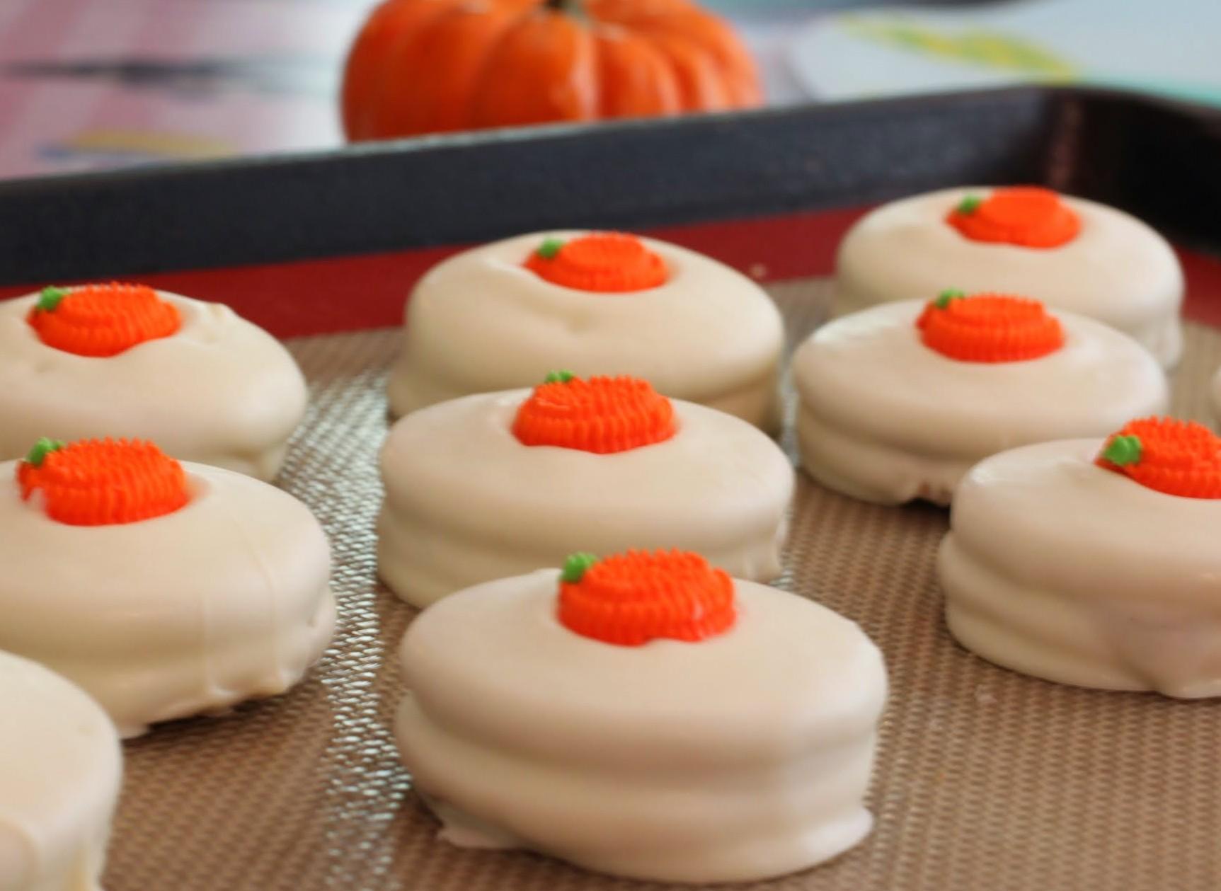 Pumpkin Spice Dipped Oreos