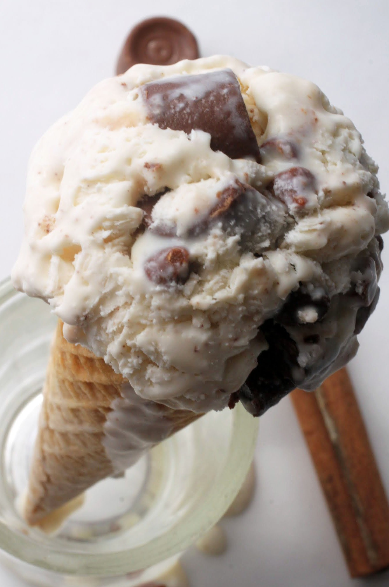 Cinnamon Caramel Chocolate Chunk Ice Cream